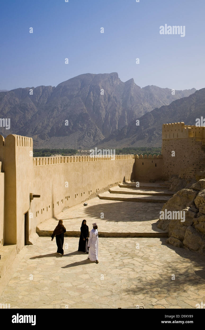 The Hajar Mountains and Fort of Nakhal, Nakhal, Oman - Stock Image