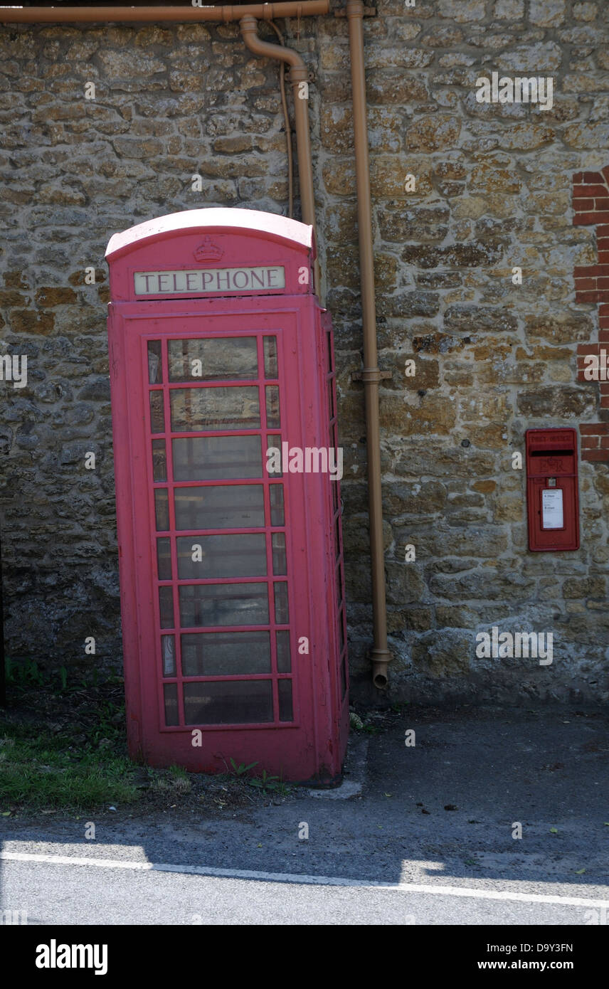 Old England postbox telephone kiosk - Stock Image