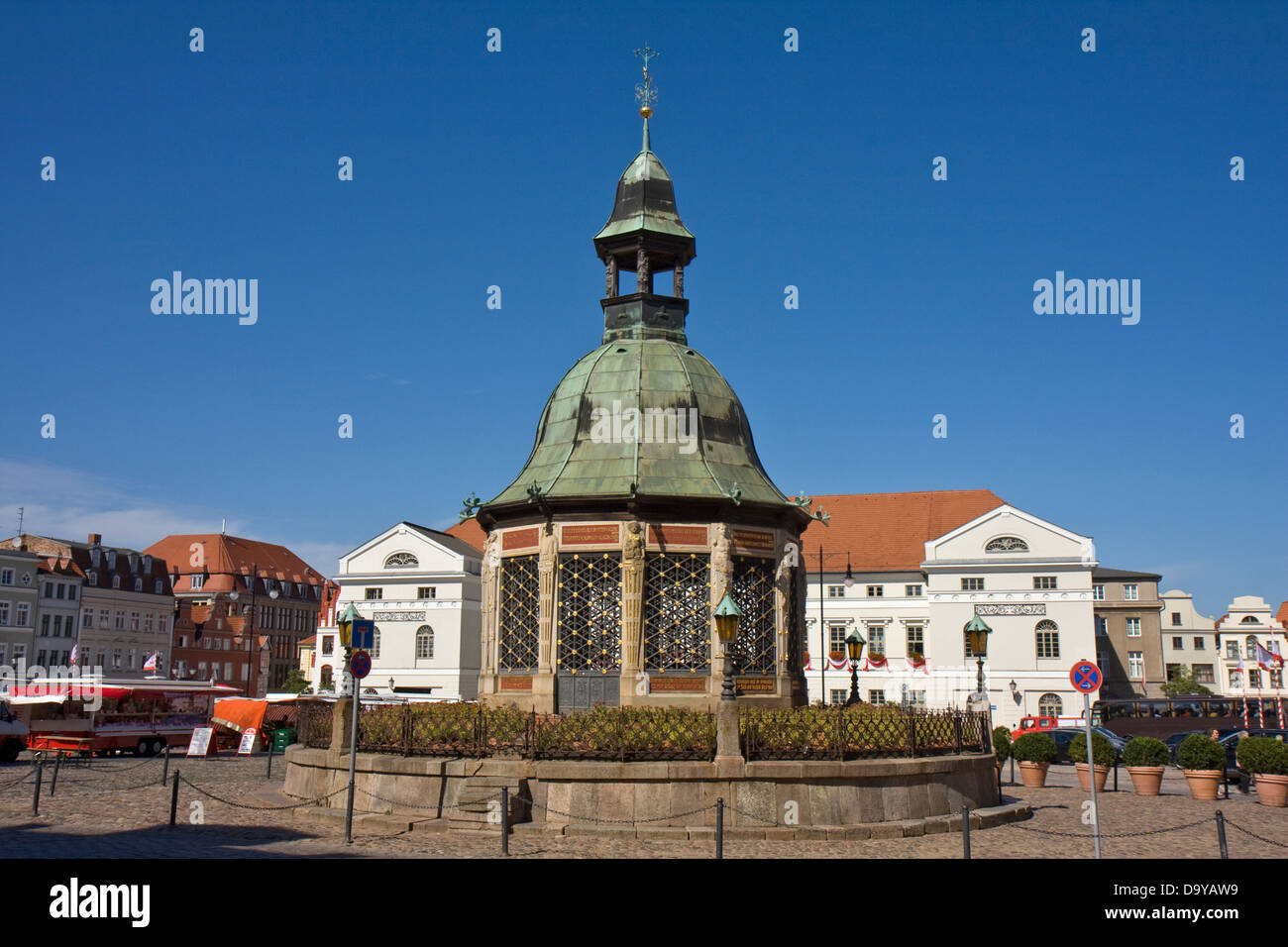Europe, Germany, Mecklenburg-Western Pomerania, Wismar,Wasserkunst at the marketsquare - Stock Image