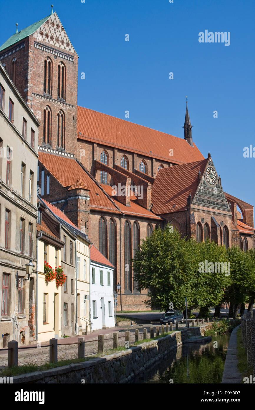 Europe, Germany, Mecklenburg-Western Pomerania, Wismar, St. Nikolai church with city canal Grube - Stock Image