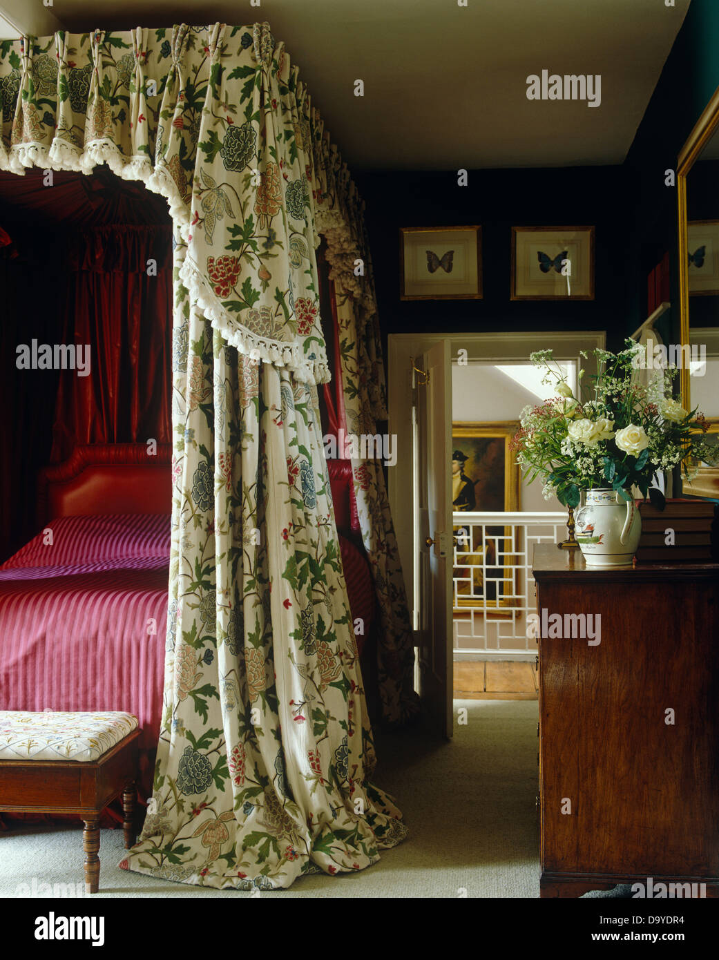 Country Bedroom With Four Poster Bed With Floral Drapes And Magenta Bed Cover Stock Photo Alamy