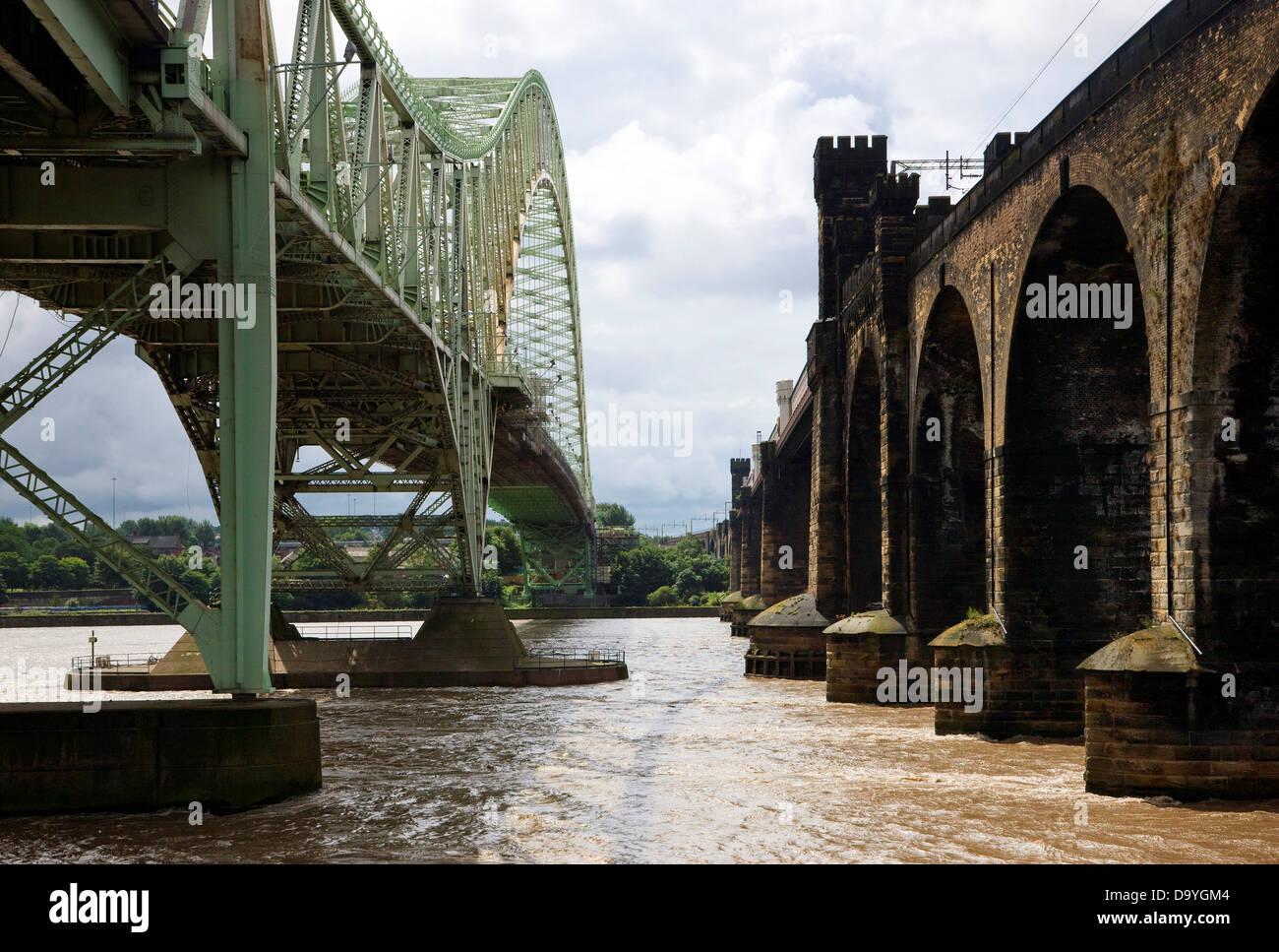 Railway bridge and the Runcorn-Widnes Bridge across the River Mersey, Merseyside, England - Stock Image
