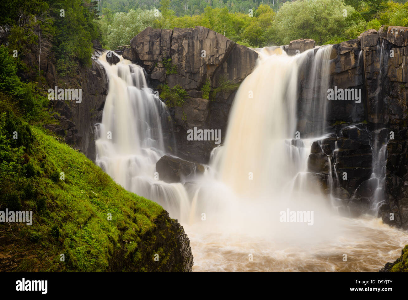 High Falls of the Pigeon River at Grand Portage State Park in summer. - Stock Image