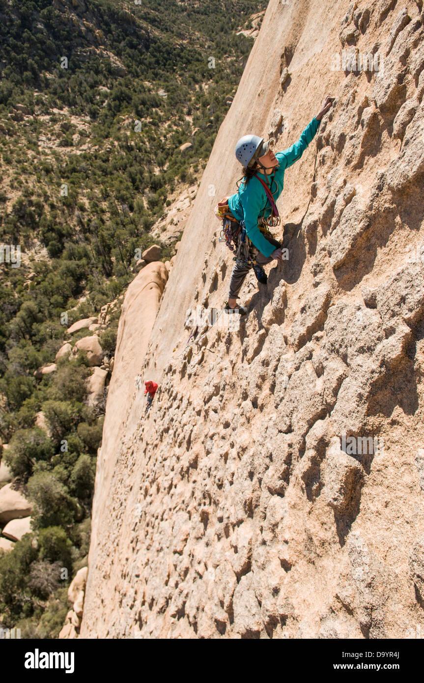 Two women rock climbing in Cochise Stronghold, Dragoon Range, Coronado National Forest, Tombstone, Arizona. - Stock Image