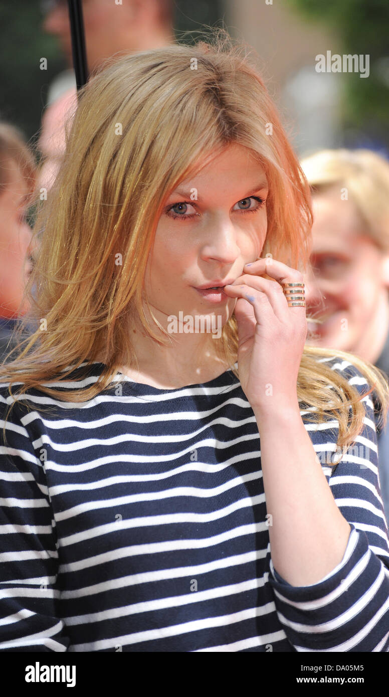 Munich, Germany. 29th June, 2013. French actress Clemence Poesy (L) arrive for the premiere of her film 'Mr. - Stock Image