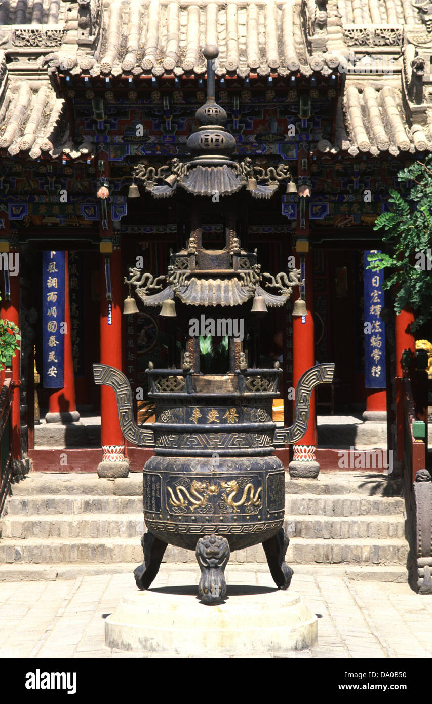 Ding Incense burner in Gao Miao si temple which serves Buddhists Daoists and Confucians alike in Zhongwei a prefecture - Stock Image