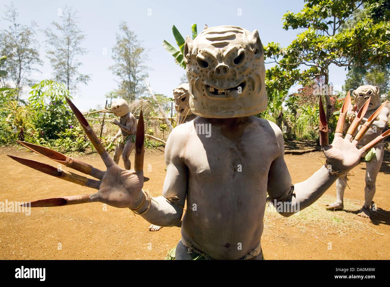 Mud Men performance, Papua New Guinea. - Stock Image