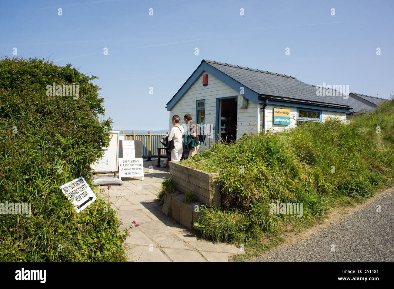 Lockley Lodge, Martin's Haven, Pembrokeshire, Wales, the National Trust shop where ferry tickets for Skomer - Stock Image