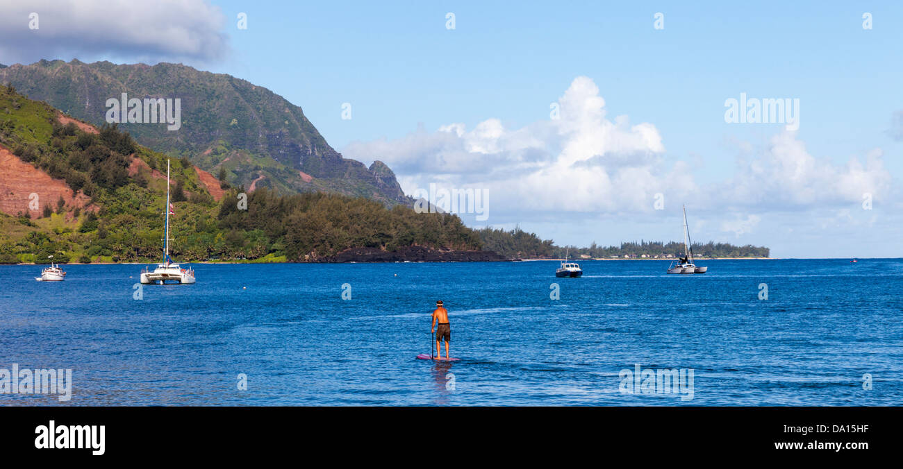 Stand up paddleboarder in Hanalei Bay on Kauai, with Mt. Makana, called Bali Hai, in background - Stock Image