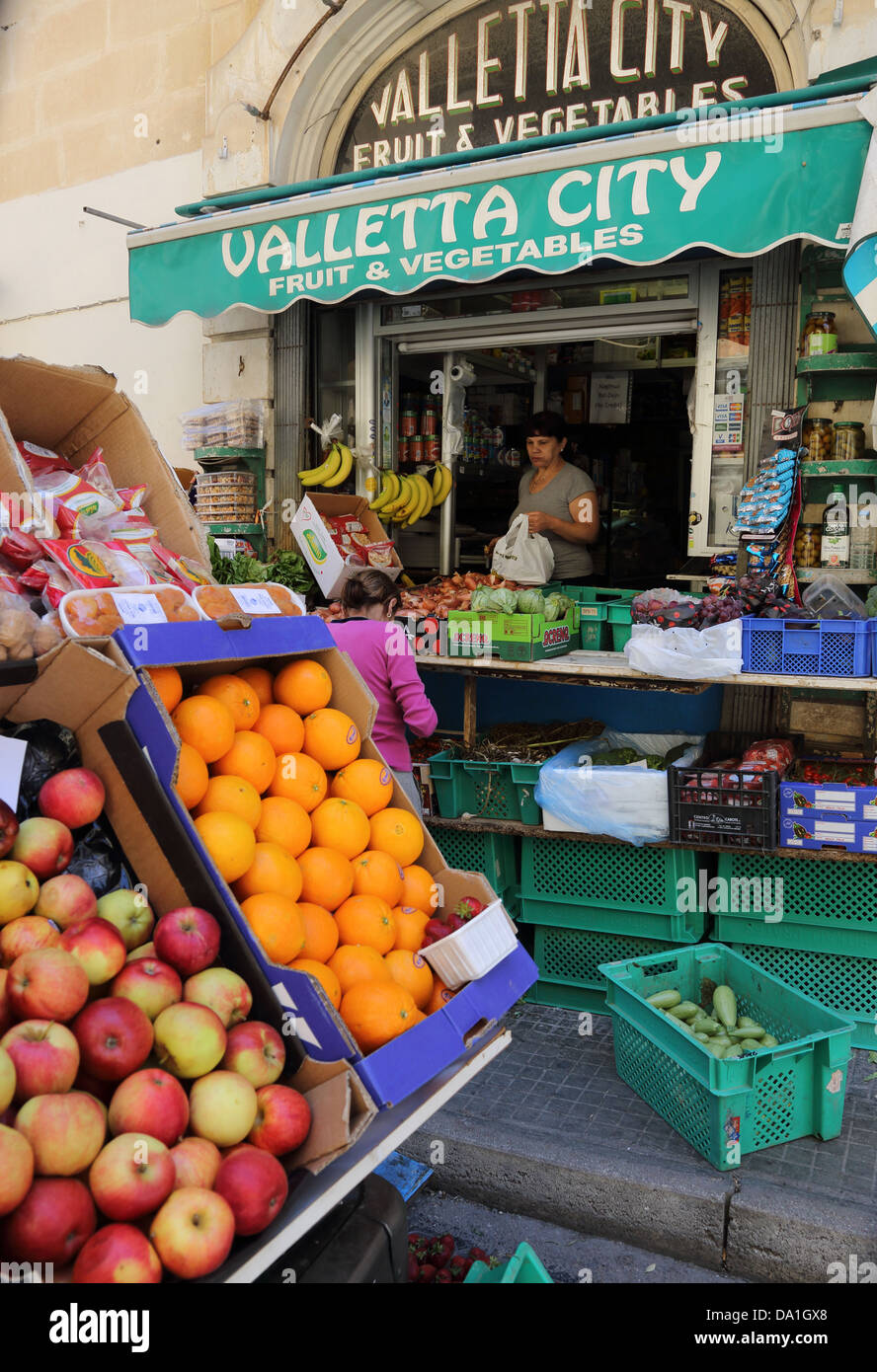 FRESH FRUIT & VEGETABLE SHOP,VALLETTA,MALTA - Stock Image