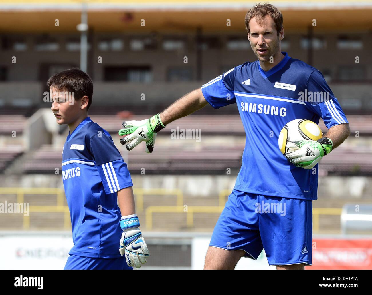 Prague Czech Republic 1st July 2013 Chelsea Goalkeeper Petr Cech Stock Photo Alamy
