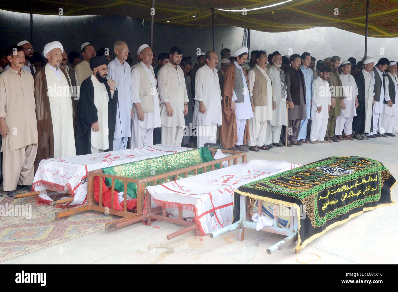 Shiite Muslims offer prayers for suicide bomb blast victims of Aliabad area of Hazara town during funeral prayer - Stock Image