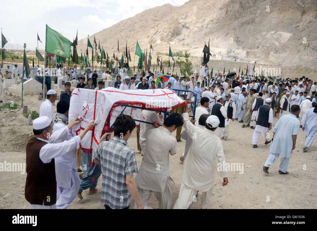 Shiite mourners carry dead bodies of suicide bomb blast victims of Aliabad area of Hazara town for Bury after their - Stock Image