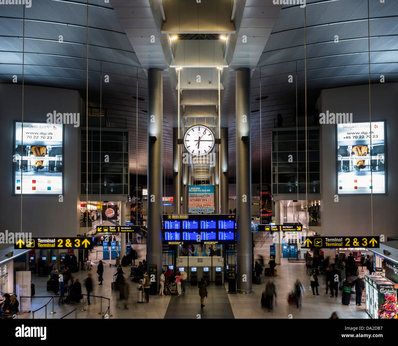 Copenhagen Airport, Copenhagen, Denmark. Architect: Vilhem Lauritzen, 1998. View of the arrivals hall and check Stock Photo