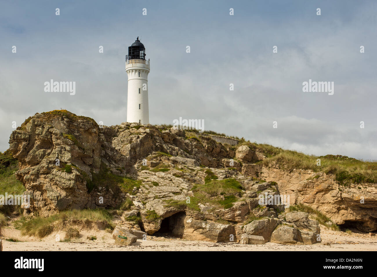 COVESEA SKERRIES LIGHTHOUSE STANDING ON THE ROCKS NEAR LOSSIEMOUTH MORAY SCOTLAND - Stock Image