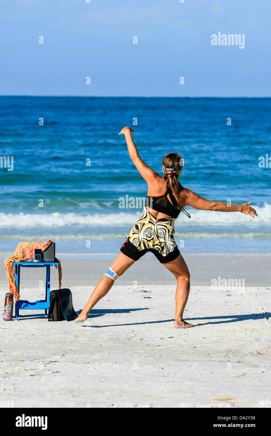 Women exercising the mind and body on the beach using the Nia technique - Stock Image
