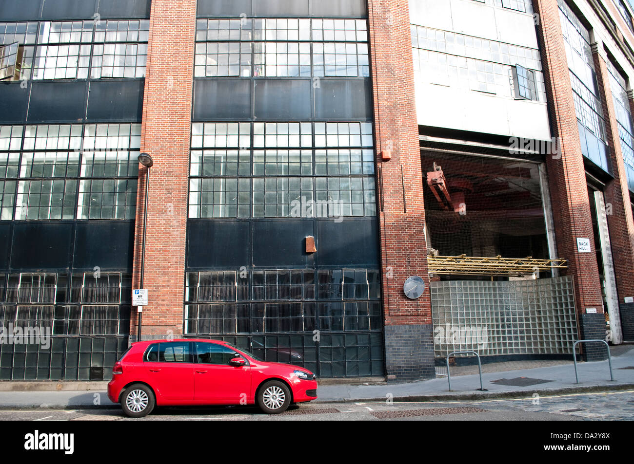 Red car and Disused building, former London College of Printing, Back Hill, Clerkenwell, London, UK - Stock Image
