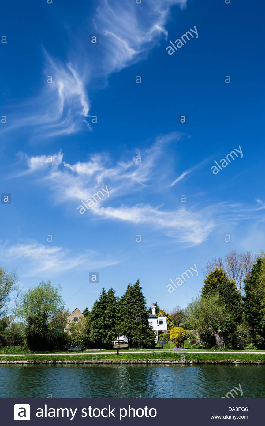 Wispy clouds above the River Cam - Stock Image