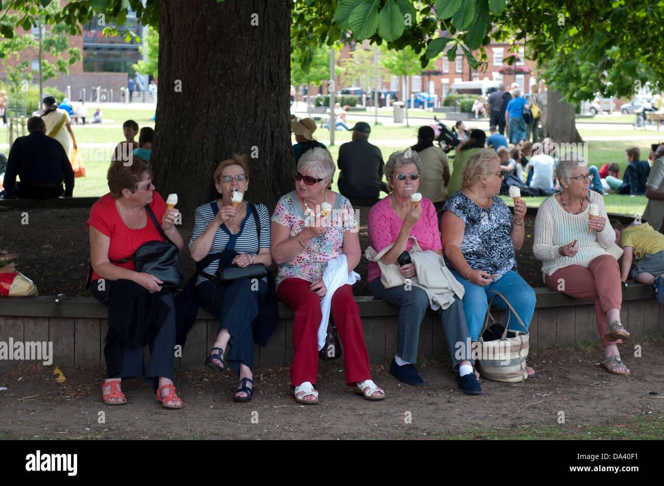 Women eating ice creams, Stratford-upon-Avon, UK - Stock Image