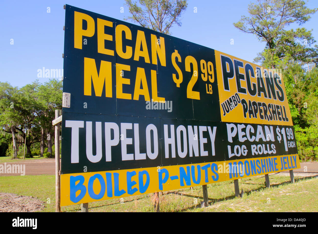 Florida Lamont Highway Route 98 Walker's Pecan House and Rest Stop sign Tupelo honey log rolls boiled peanuts - Stock Image