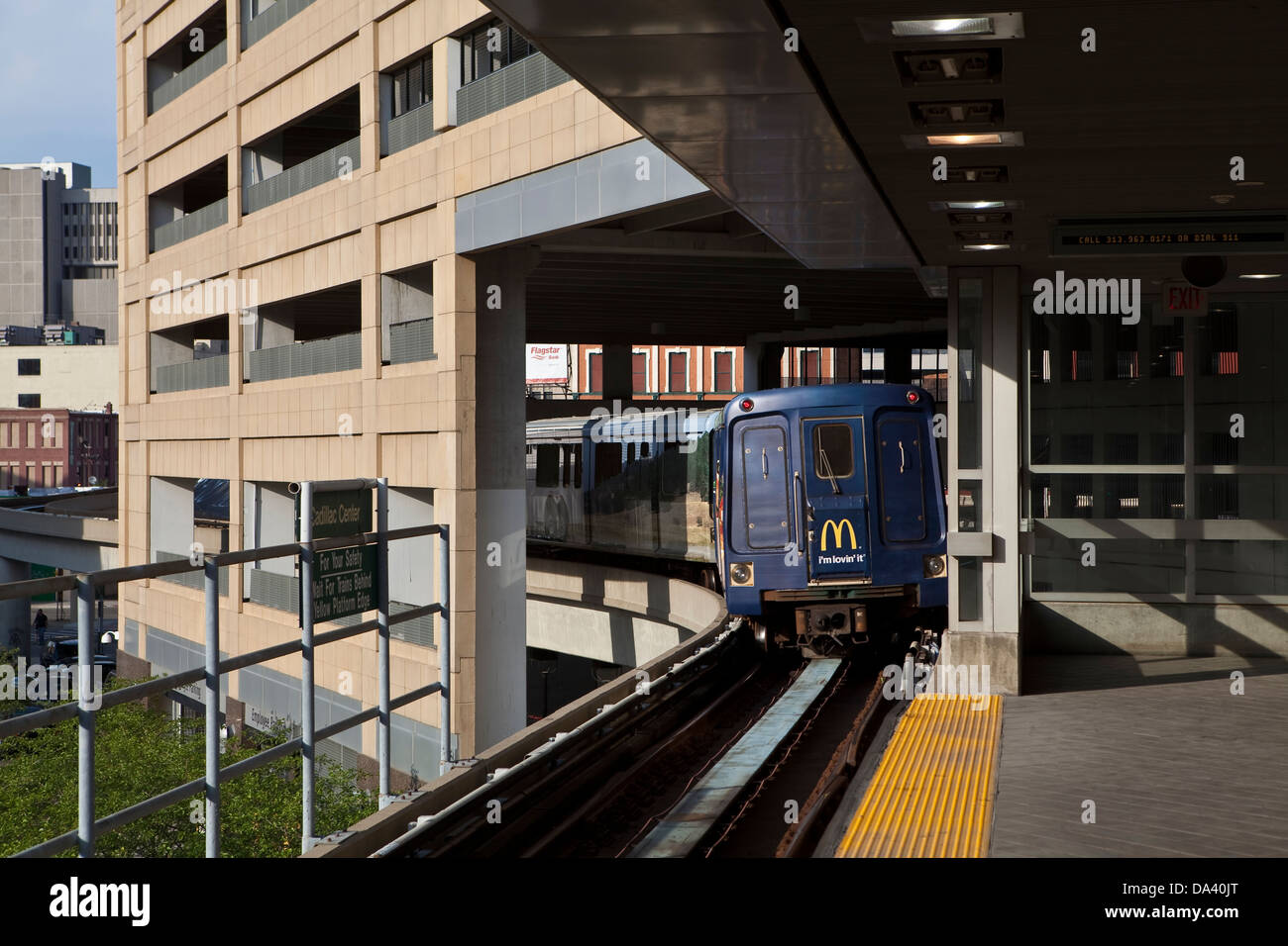 A People Mover leaves Cadilac Center station in Detroit (Mi) - Stock Image