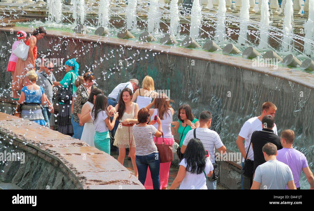 By the fountain in the heat  in the Alexandrovsky garden, Moscow - Stock Image