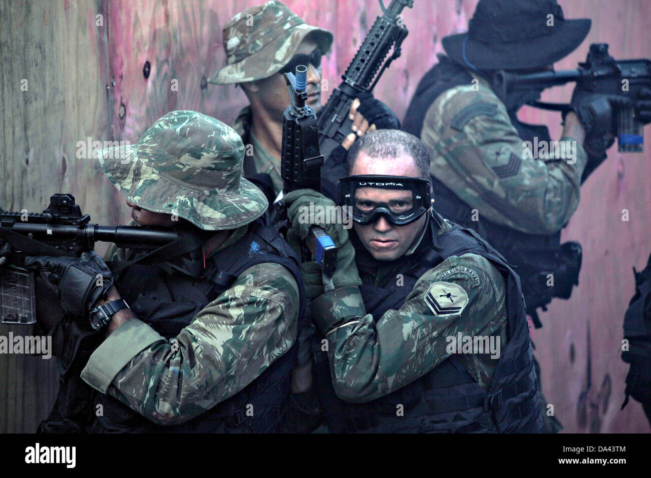 Commandos with the Brazilian Marine Corps Special Operations Battalion clear a house using tactics exchanged learned - Stock Image