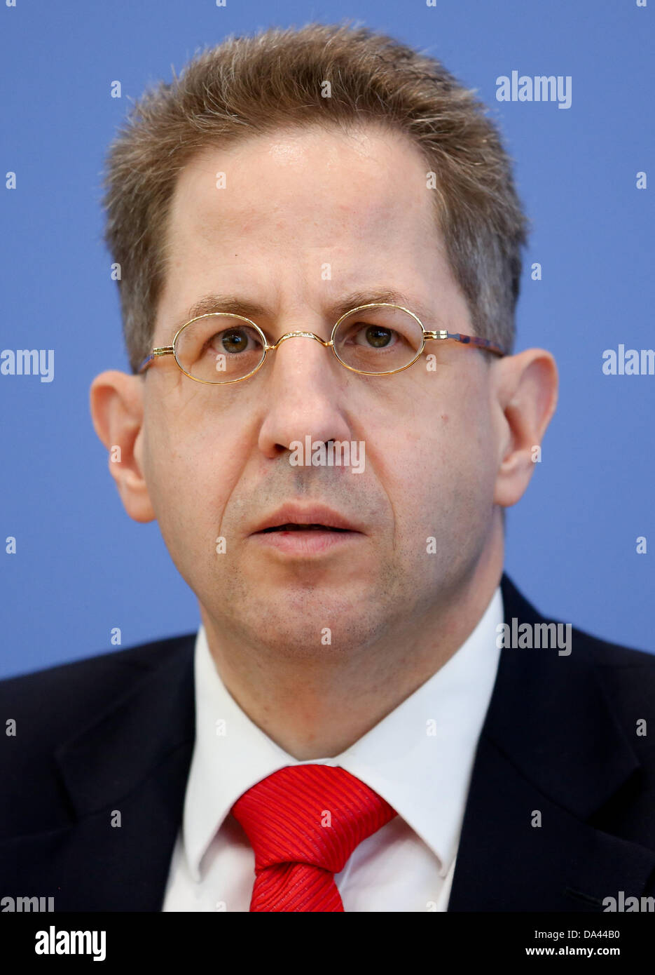President of the German Office for the Protection of the Constitution, Hans-Georg Maassen, presents the results - Stock Image