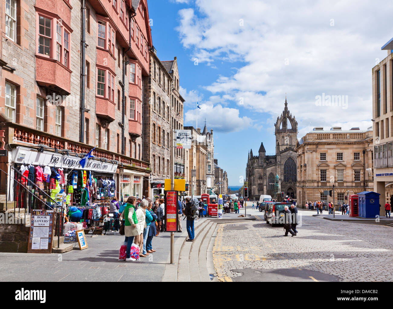 The High Street in the old town or the royal Mile towards St Giles cathedral Edinburgh Midlothian Scotland UK GB - Stock Image