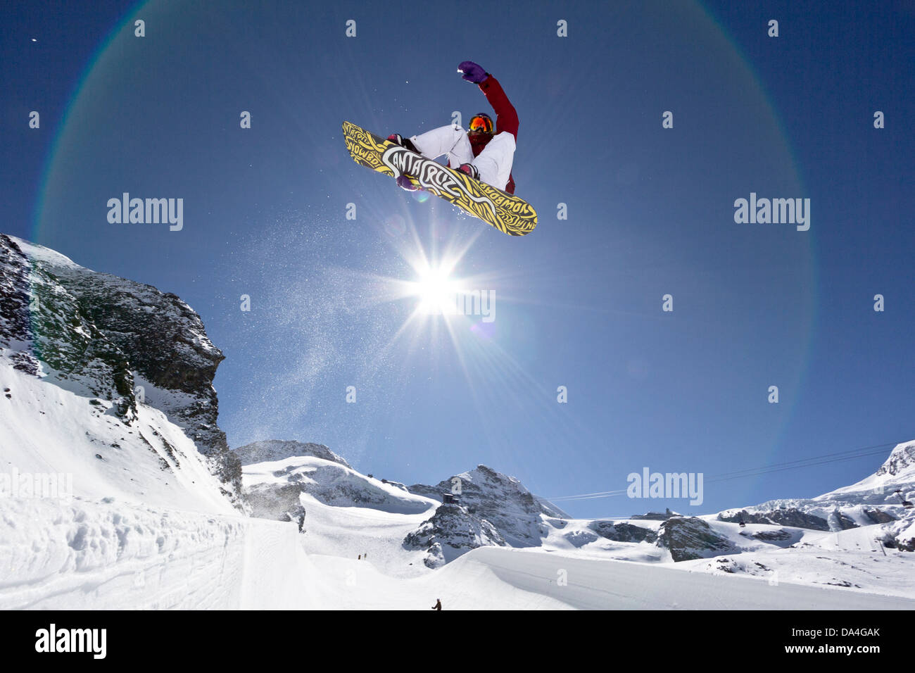 SAAS-FEE, VALAIS, SWITZERLAND. A female snowboarder riding the halfpipe with a stalefish trick. In the background - Stock Image