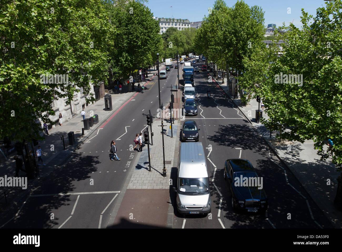 Traffic on Victoria Embankment, London, England, UK - Stock Image