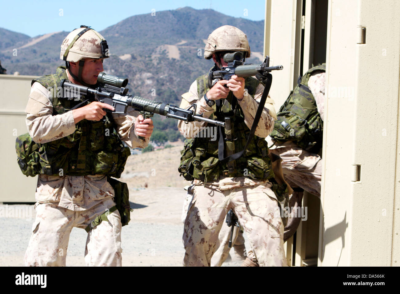 Canadian Army infantrymen with the Royal 22nd Regiment provide security as the rest of their team & Breaching Door Stock Photos u0026 Breaching Door Stock Images - Alamy