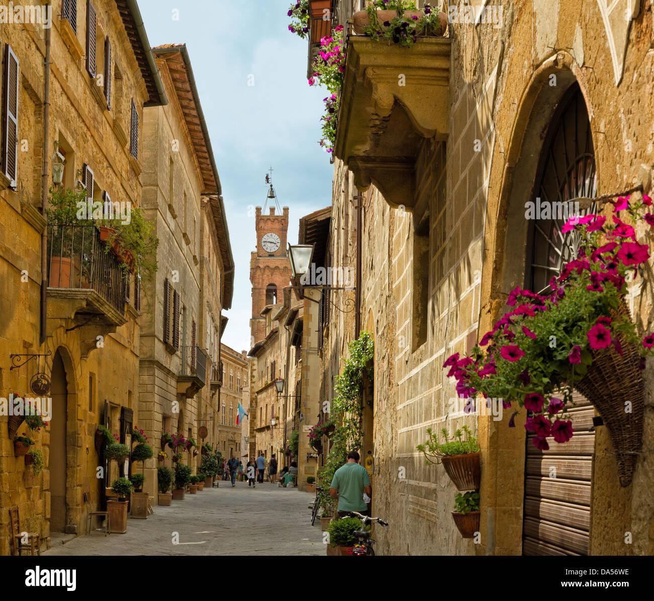 Pienza italy europe tuscany toscana town city lane houses stock photo 57892842 alamy - Casa rural en la toscana ...