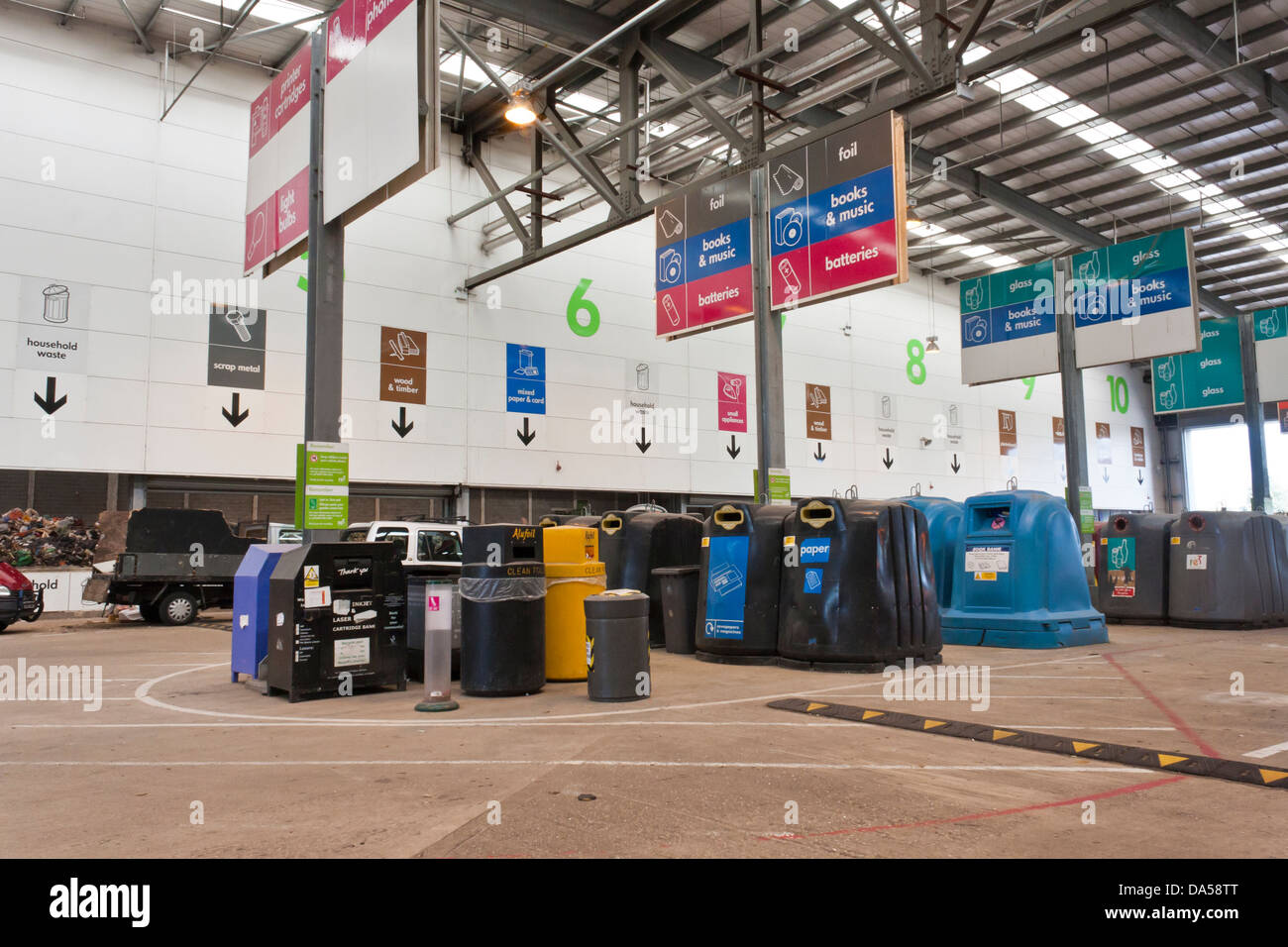Centre for recycling household goods and unwanted waste. Smallmead, Reading, Berkshire, England, GB, UK - Stock Image