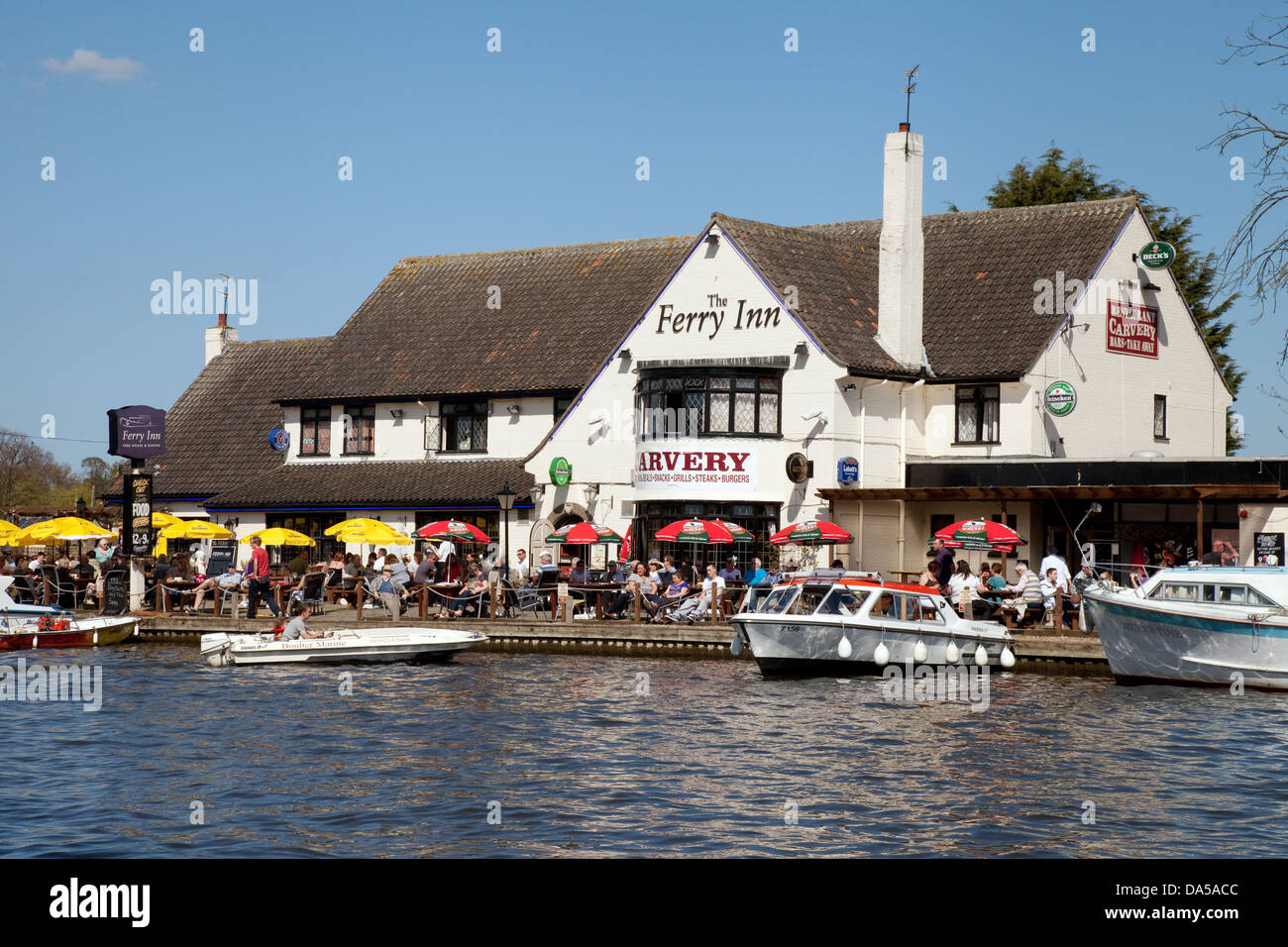 Norfolk Broads pubs inns - The ferry Inn, Horning on the River Bure,  Norfolk, East Anglia, UK - Stock Image