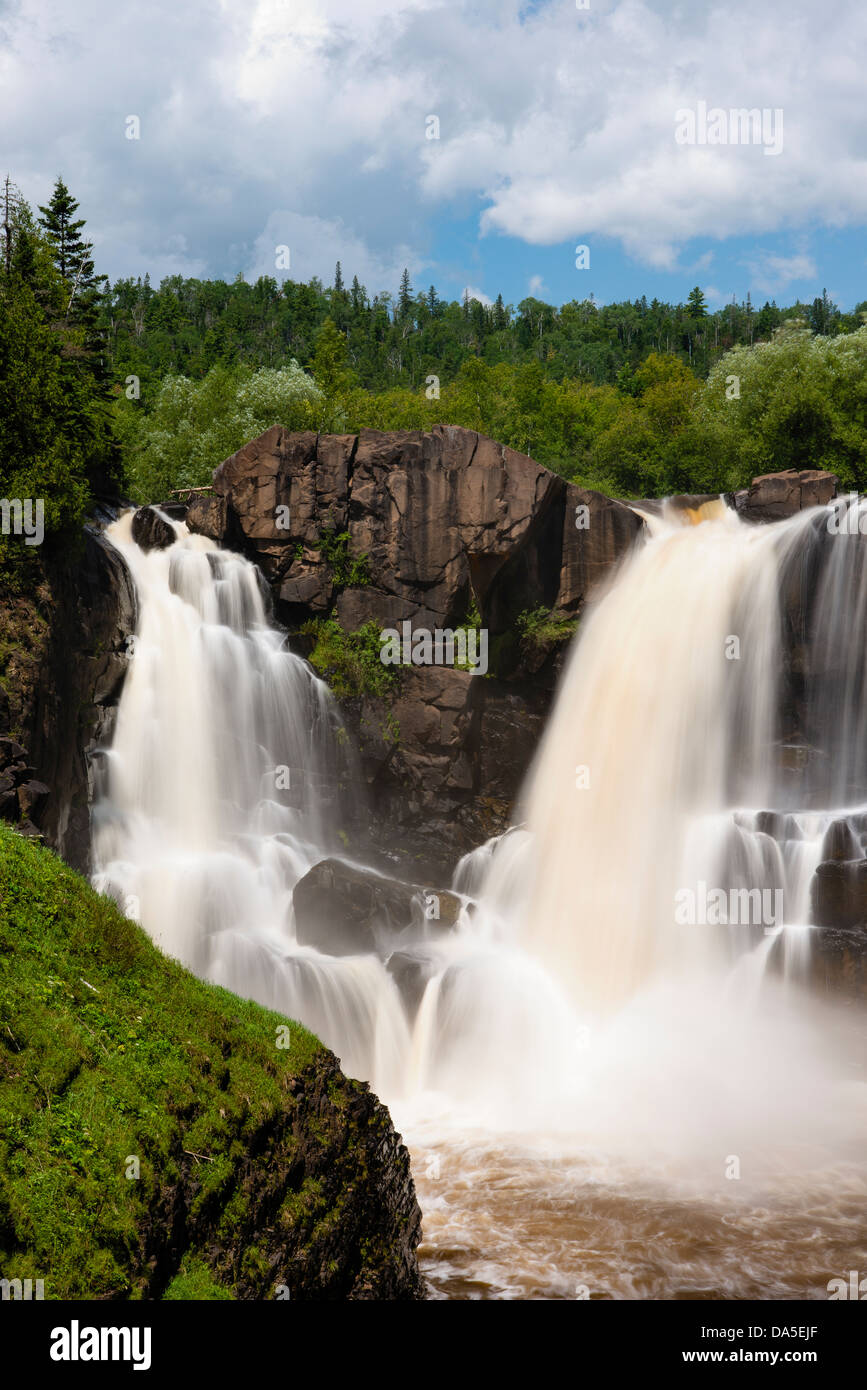 High Falls of the Pigeon River at Grand Portage, Minnesota State Park in summer. This river is the northern border - Stock Image