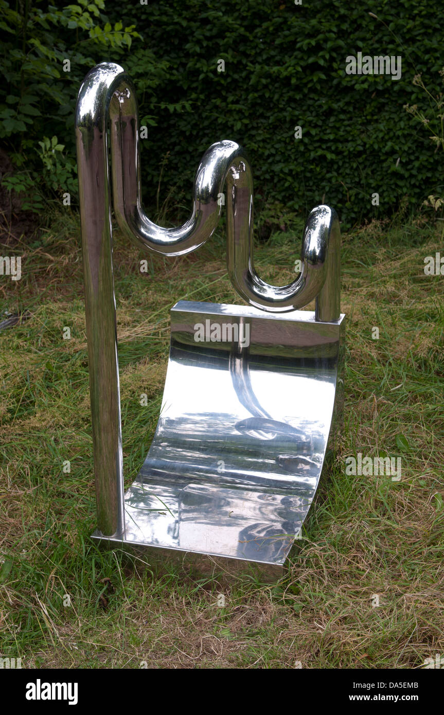 'Triple Loop' by William Pye (polished stainless steel 1978) - Stock Image