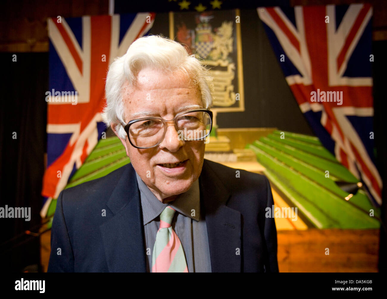 Lord Geoffrey Howe ( Chancellor of the Exchequer in Mrs Thatcher's Government)at a talk in Wootton Oxfordhsire. - Stock Image