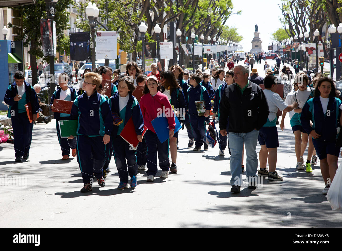 schoolchildren on school trip walk along rambla nova avenue in central tarragona catalonia spain Stock Photo