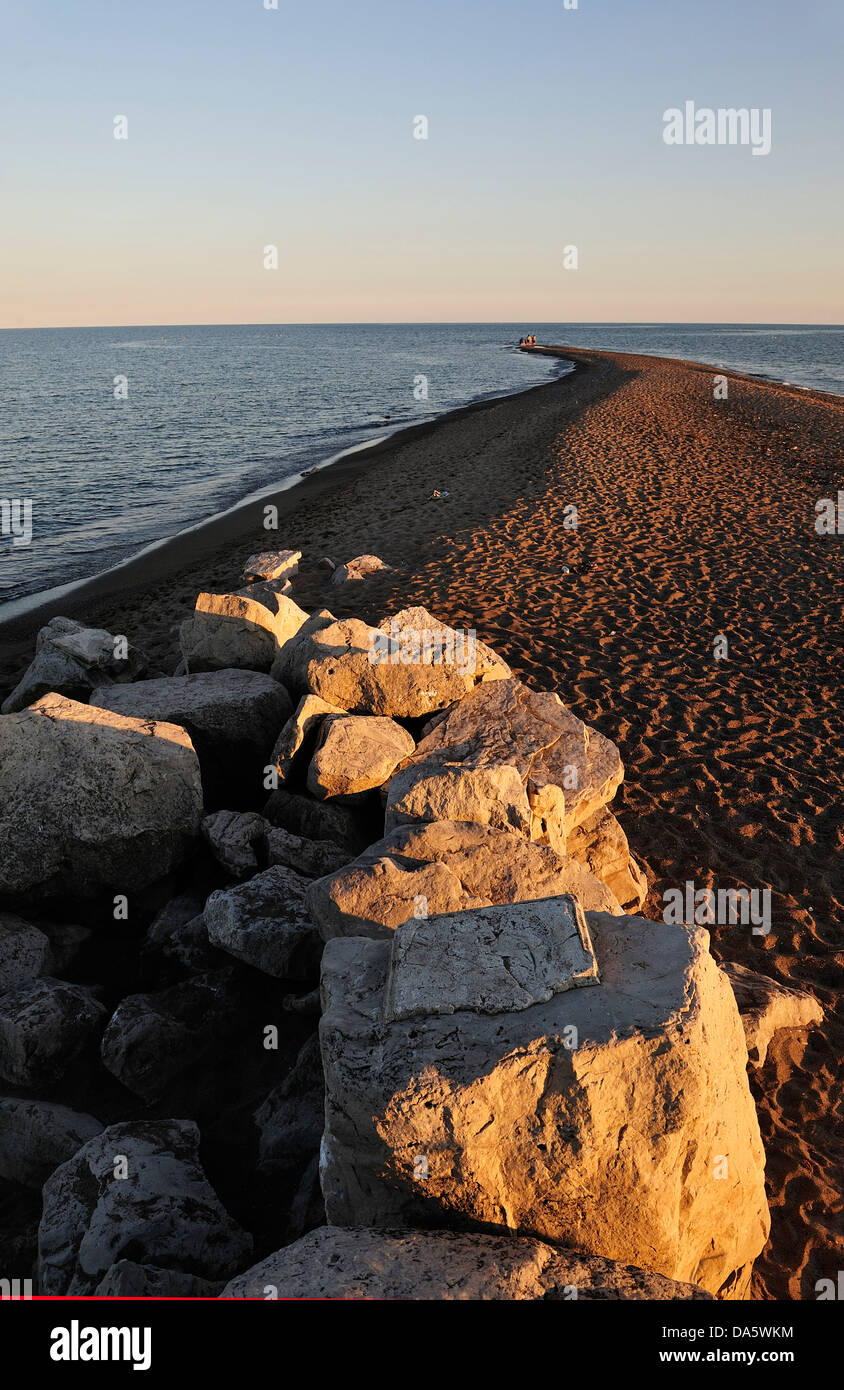 Canada, Lake Erie, lake, Leamington, Ontario, Point Pelee, National Park, Travel, beach, big stones, dusk, lake, - Stock Image