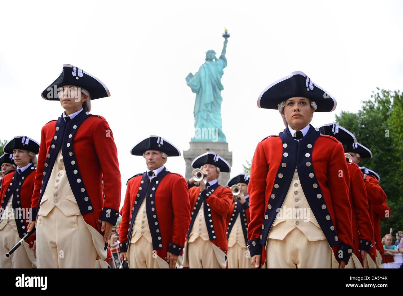 New York, USA. 4th July, 2013. Members from the Old Guard Fife and Drum Corps perform at the re-opening of the Statue - Stock Image