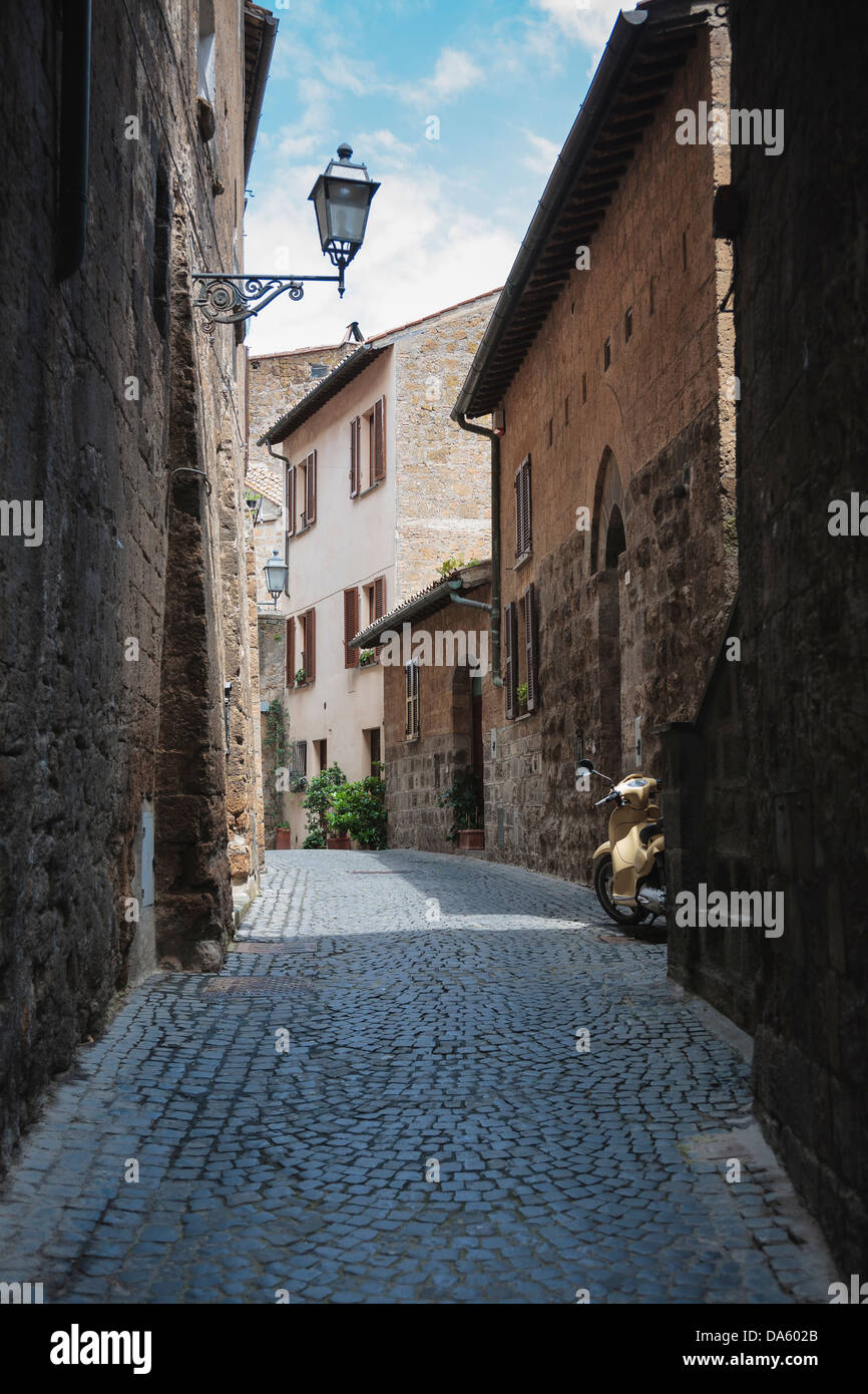 A typical narrow street in the hill town of Orvieto, Italy. - Stock Image