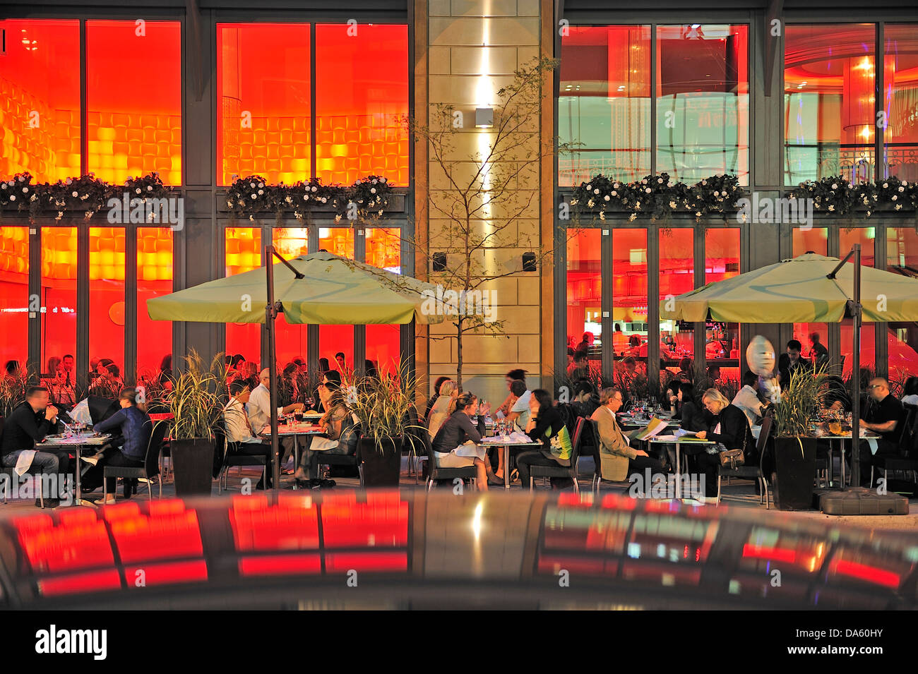 Canada, Montreal, Patio, Quartier de Musee, Quebec, Restaurant, cafe, dine, diners, dining, eating, fancy, outside, - Stock Image