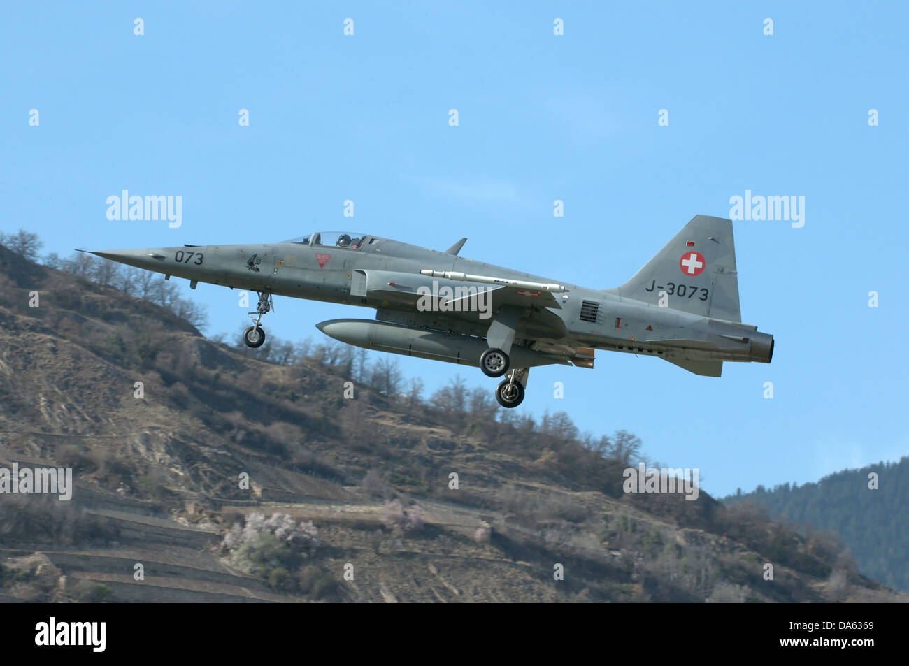 A Northrop F-5E Tiger II fighter jet being flown by the swiss air force, and coming in to land - Stock Image