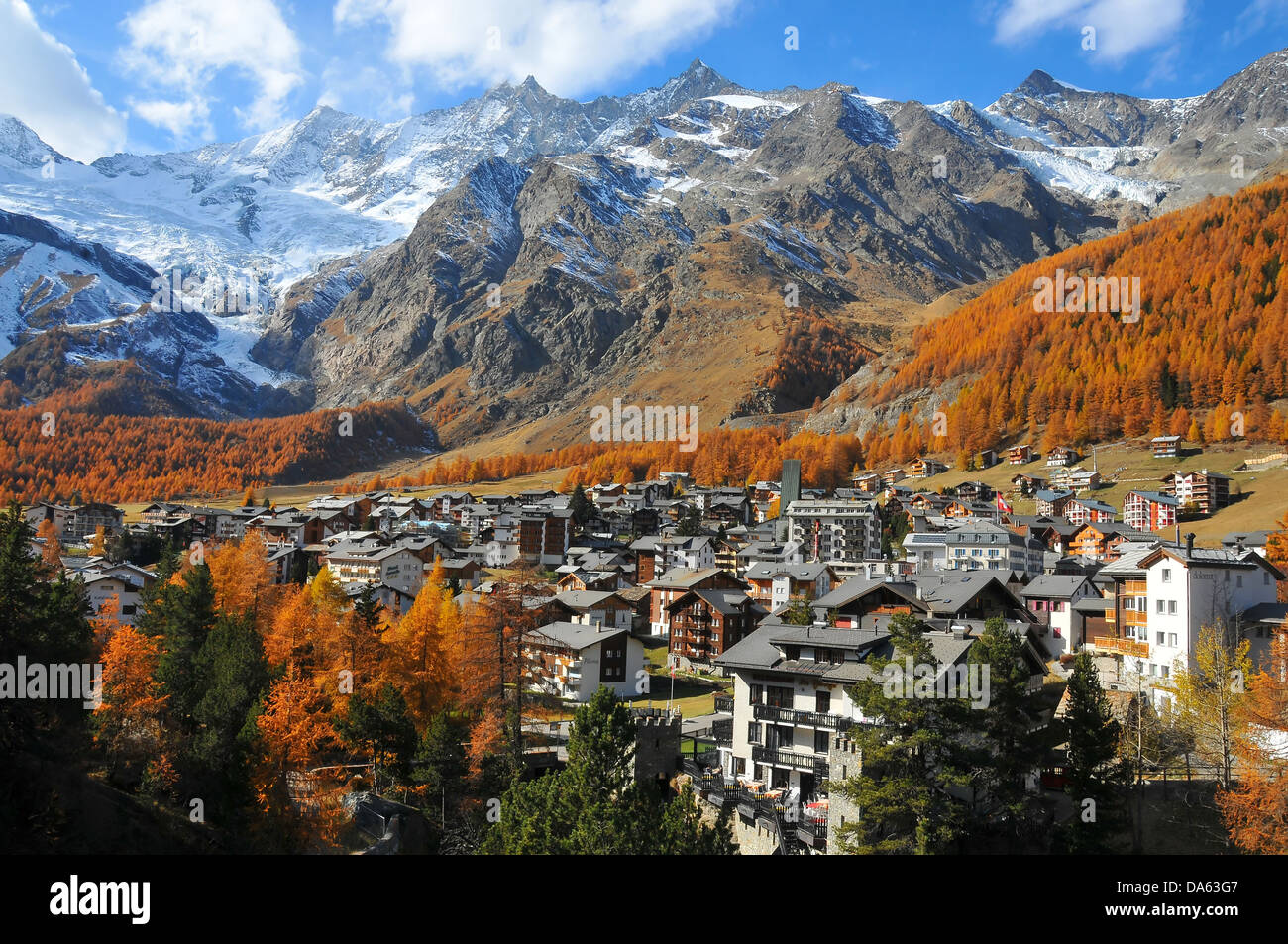 The famous year round skiing resort of Saas fee with its 13 4000m summits. In the background Dom, Taschhorn, Nadelhorn - Stock Image