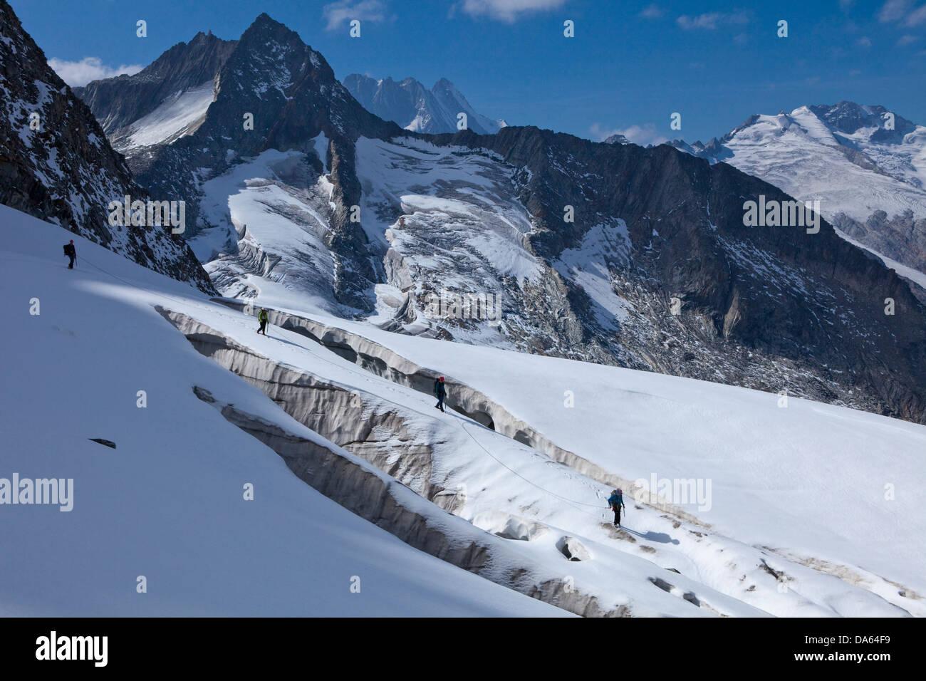 Traveling group, pit glacier, Hienderstock, Lauteraarhorn, Schreckhorn, Urbachtal, mountain, mountains, canton, - Stock Image