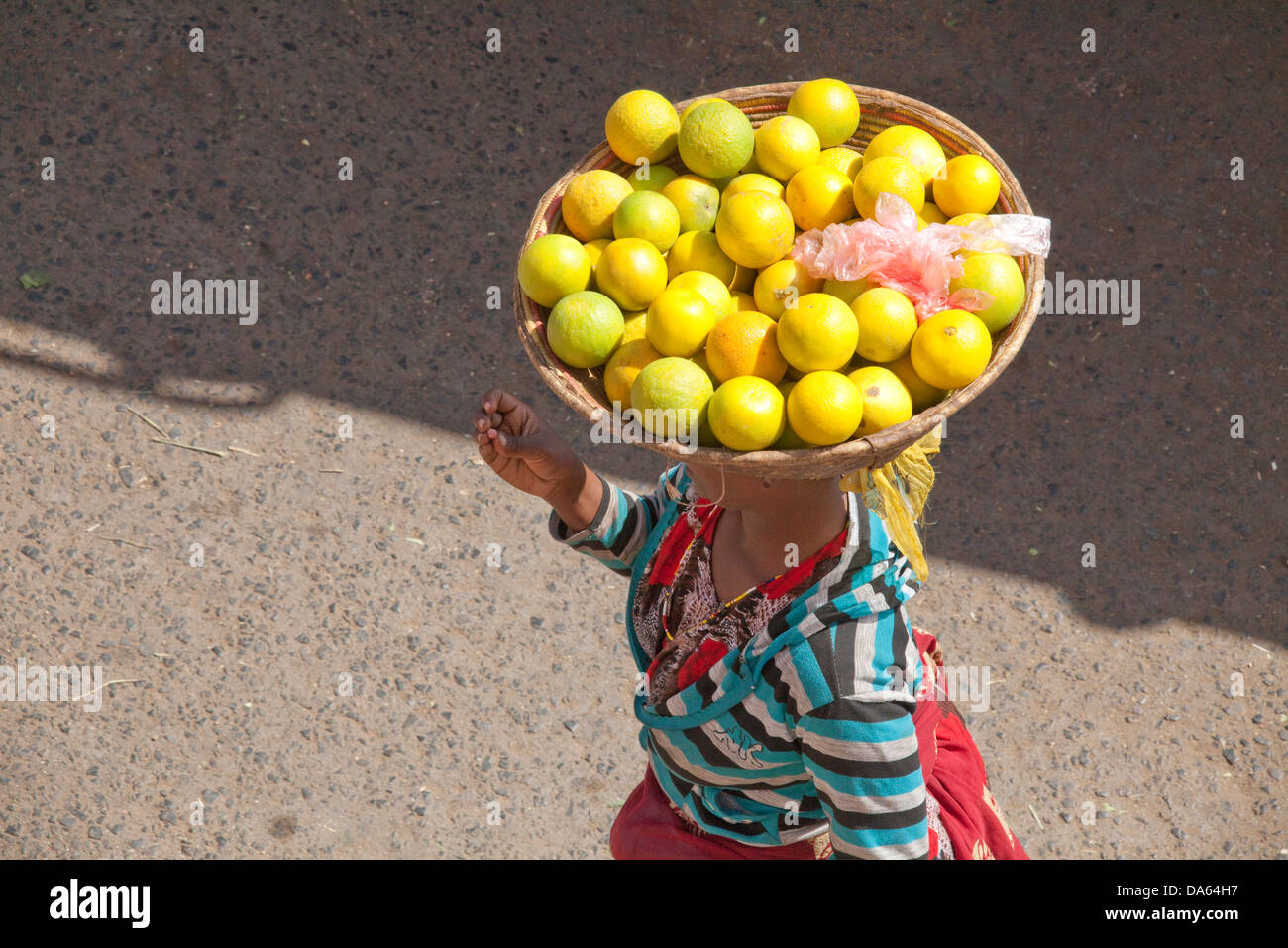 People, Harar, Ethiopia, UNESCO, world cultural heritage, Africa, town, city, fruits, vegetables, load, head, carry, - Stock Image