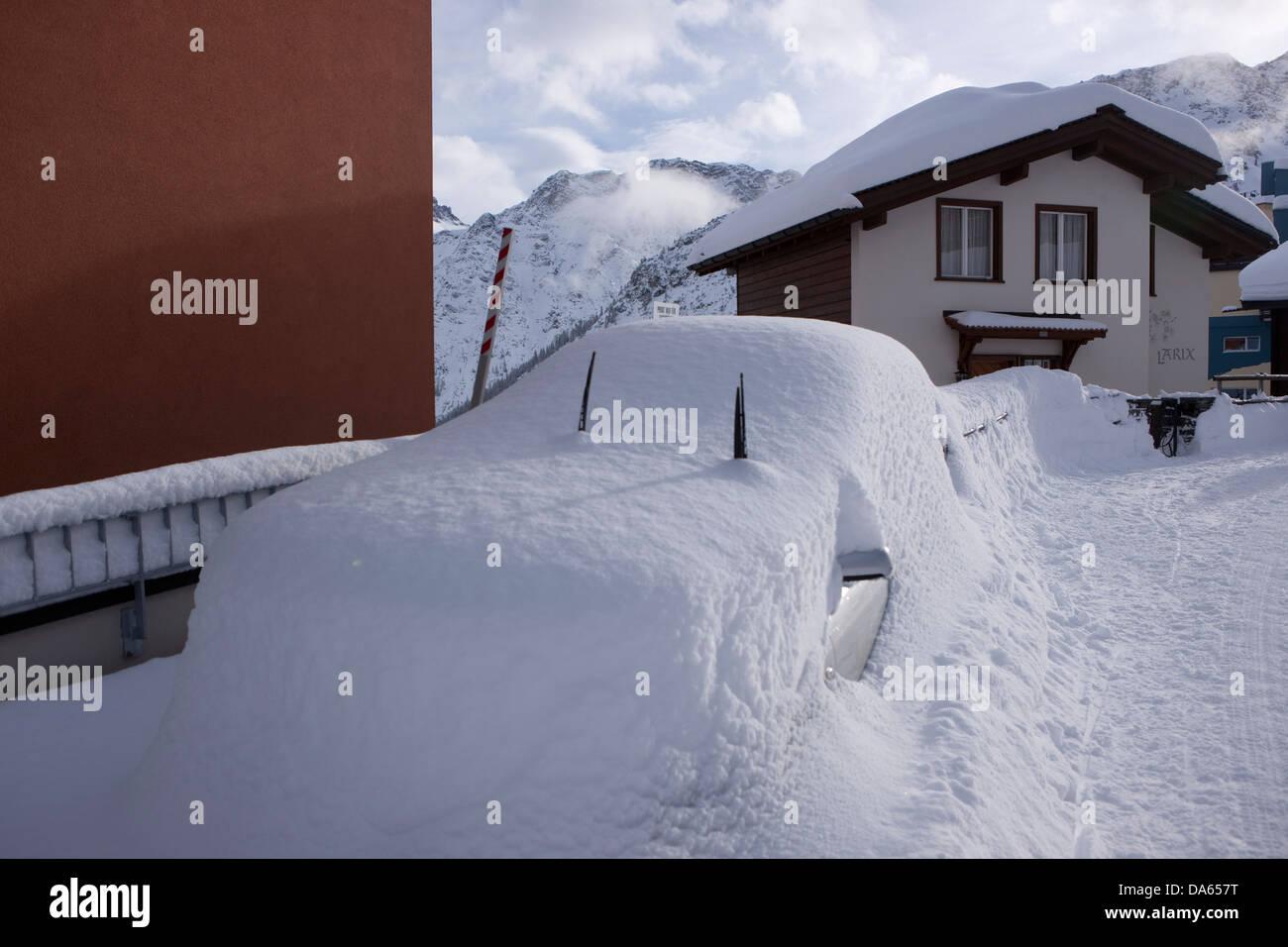 Snowbound, car, automobile, Arosa, mountain, mountains, winter, canton, GR, Graubünden, Grisons, snow, traffic, - Stock Image