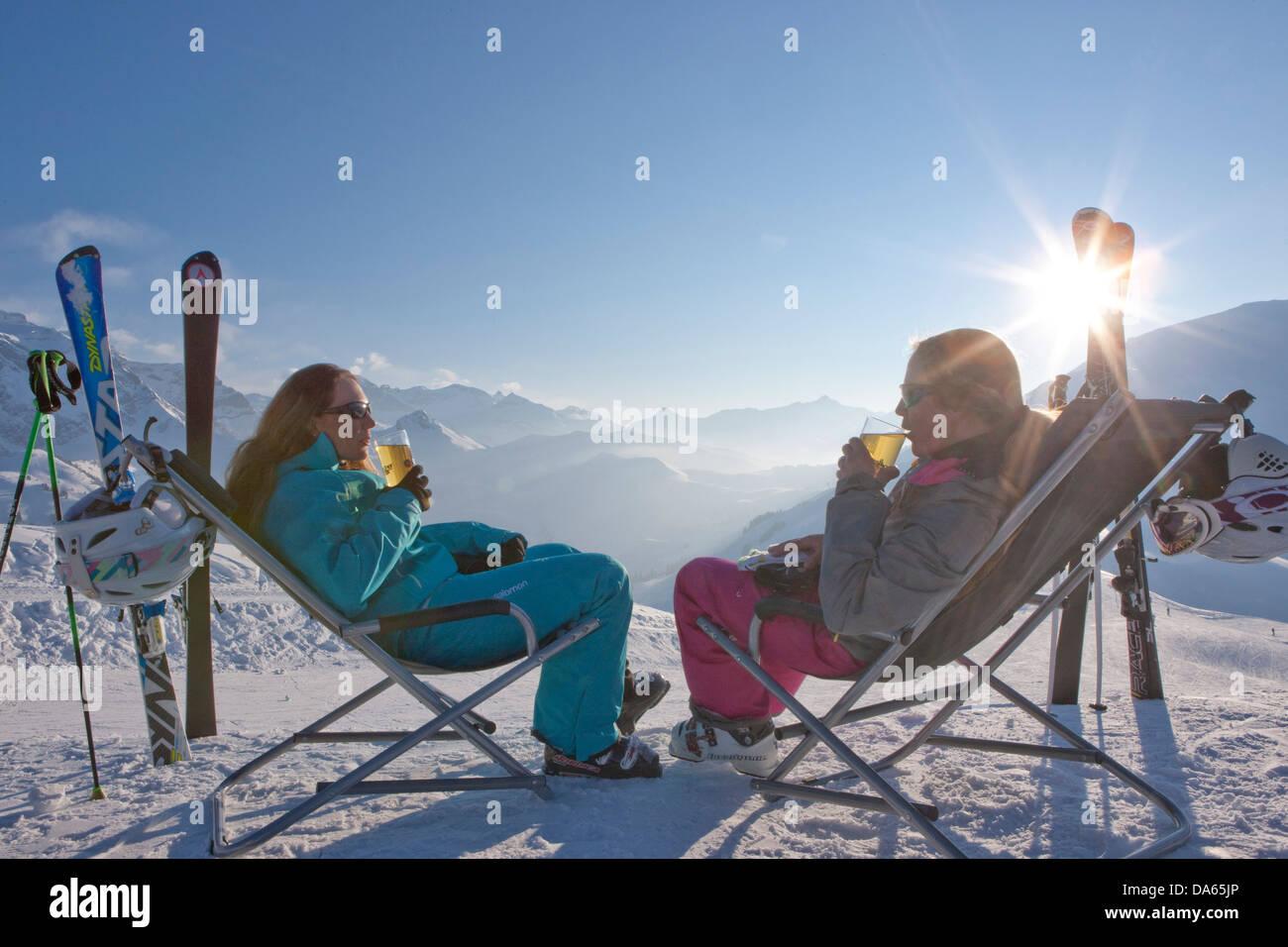 Break, Stop, deck chair, skiing area, Adelboden, winter, canton, Bern, Bernese Oberland, women, drinking, tourism, - Stock Image
