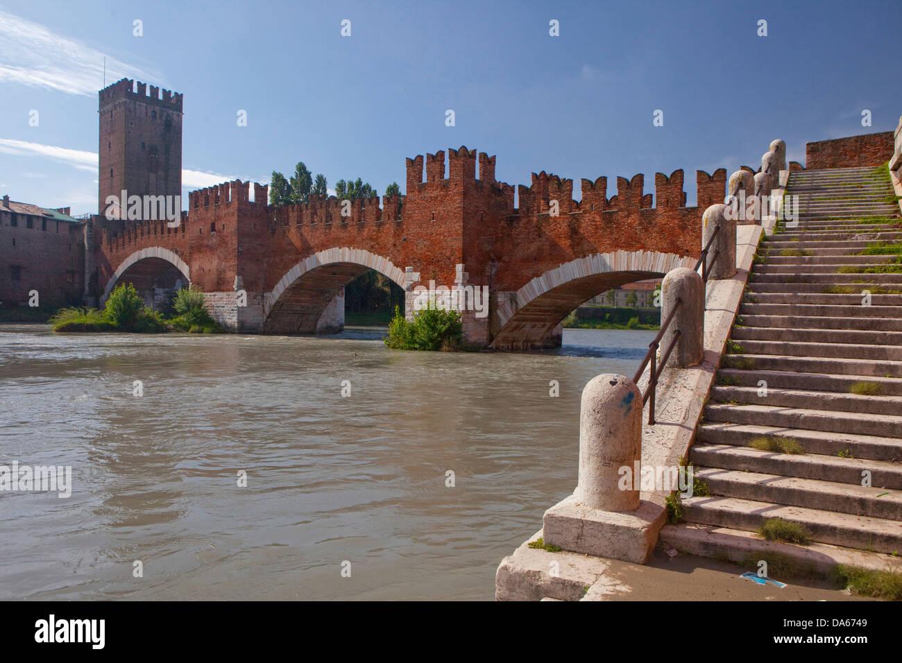 Castelveccio, Ponte Scaligero, Verona, Adige, panorama, town, city, Italy, Europe, bridge, fort - Stock Image